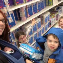 Allez faire l'épicerie seule avec 4 enfants dont un bébé de 2 semaines ca fait tourner des têtes!! #freethebaby