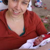 Avec bébé de quelques heures ( il est né dans la nuit et on arrivait à la maison et il faisait beaucoup trop beau pour s'enfermer malgré la fraicheur du moi d'octobre!)