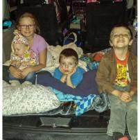 S'organiser pour les sorties c'est jamais évident. Mais un set up de ciné-parc pour 4, ça c'est du sport! La partie la plus intense? Réinstaller les sièges d'auto et ranger le tout sans réveiller les enfants!