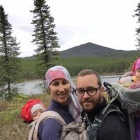 Je suis allée en randonnée portage il y a 1 semaine avec bébé de 5 mois + bébé de 20 mois dans le Labrador ! C'était vraiment génial car bébé de 5 mois dort beaucoup et adore être porter !