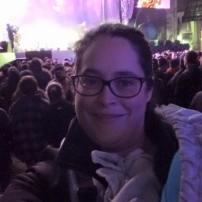 Aux FrancoFolies pour voir ma petite soeur sur le gros stage! J'allaite en Tula!!