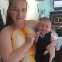 Hop, direction mariage de la marraine à notre fils! Il n'y a pas d'âge pour porter veston/cravate!